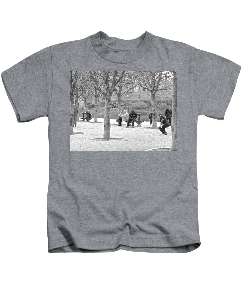 Paris Kids T-Shirt featuring the photograph Sunday Afternoon In A Paris Park by Suzanne Oesterling