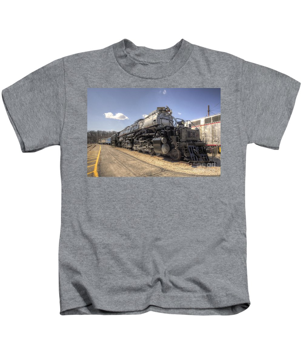 Union Kids T-Shirt featuring the photograph The Big Boy by Rob Hawkins