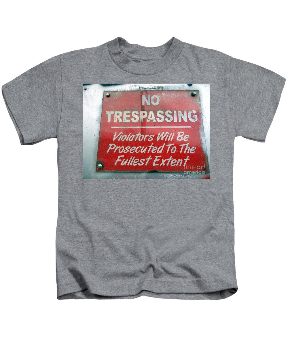 Wall Art Kids T-Shirt featuring the photograph The Fullest Extent by Ed Weidman