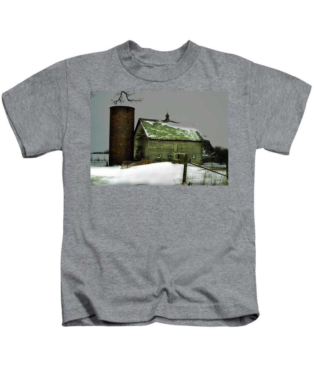 Rustic Kids T-Shirt featuring the photograph The Old Barn 4 by Bonfire Photography