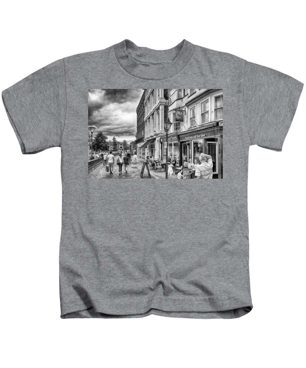 Exeter Kids T-Shirt featuring the photograph The Well House Tavern by Howard Salmon