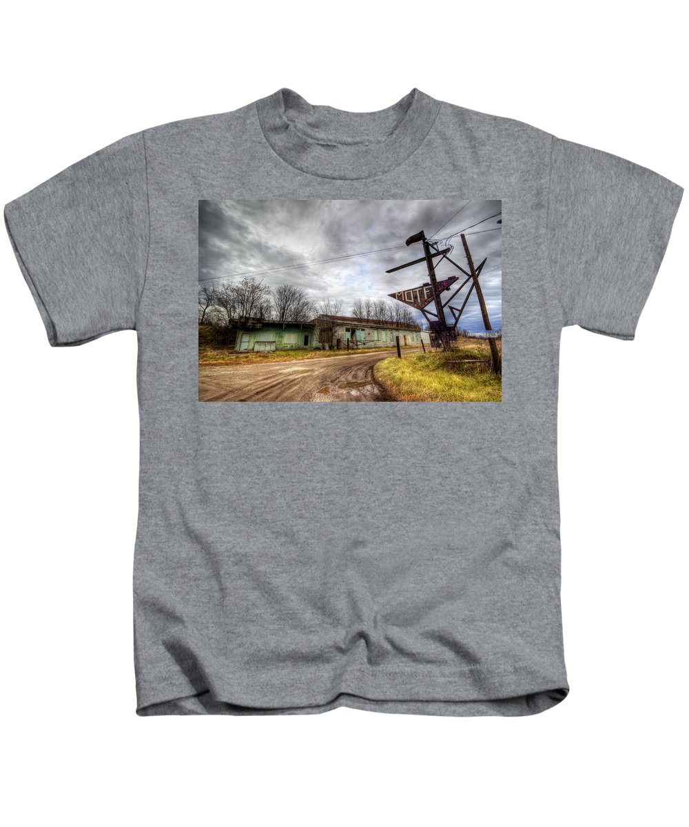 Motel Kids T-Shirt featuring the photograph Vacancy At The Airport Motel by David Dufresne