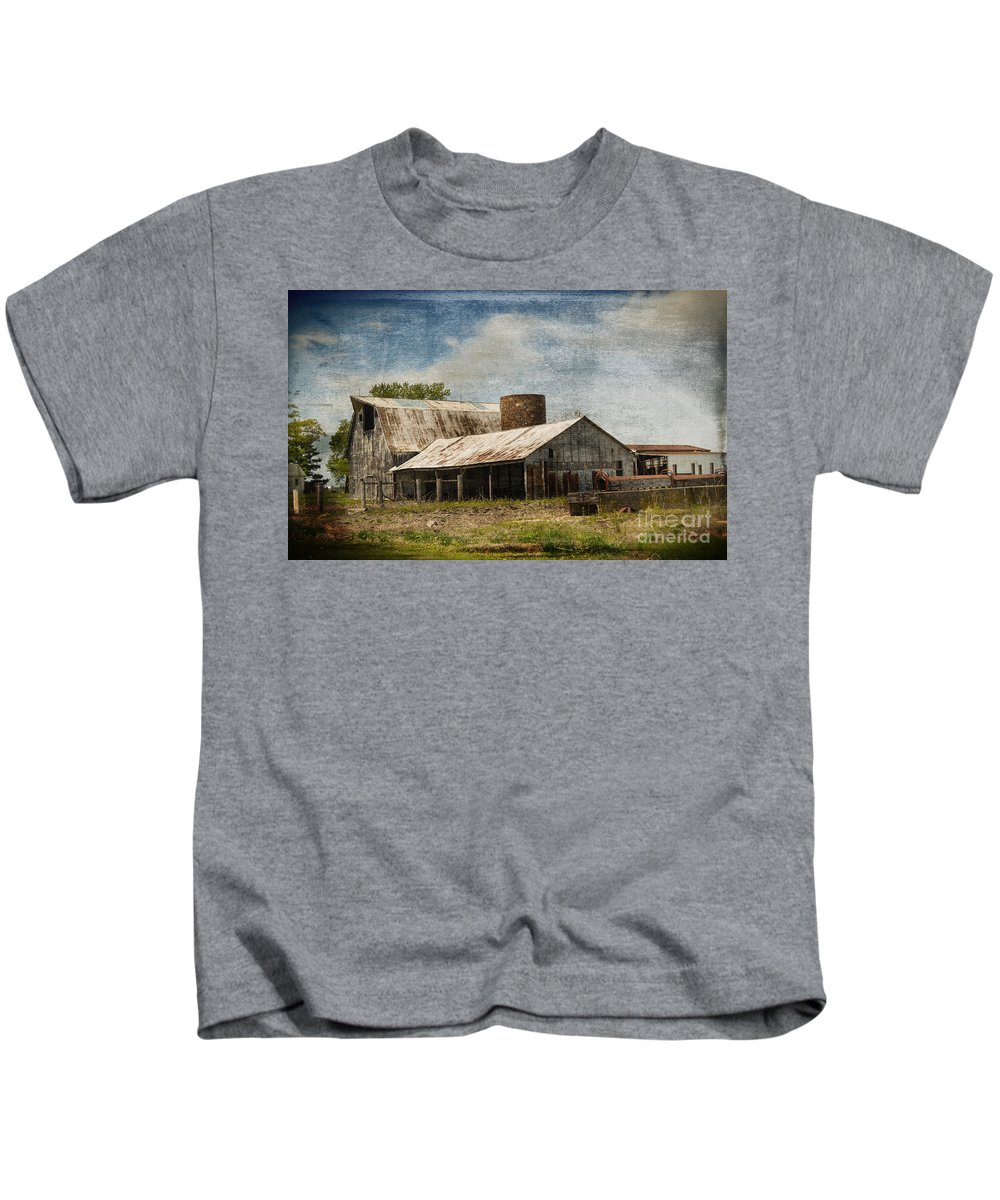 Vandalia Illinois Kids T-Shirt featuring the photograph Barn -vintage Barn With Brick Silo - Luther Fine Art by Luther Fine Art