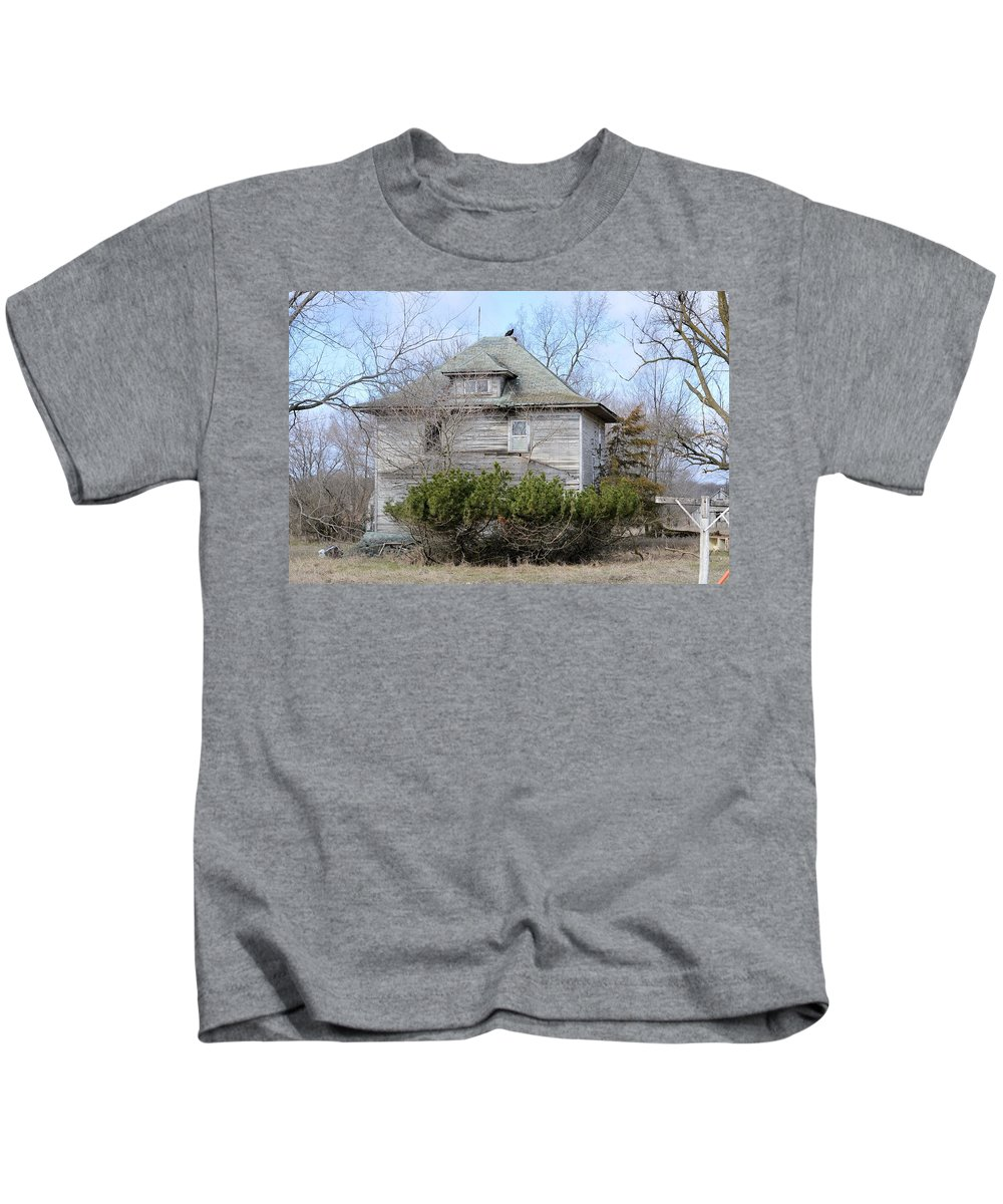 Home Kids T-Shirt featuring the photograph Vulture Home by Bonfire Photography