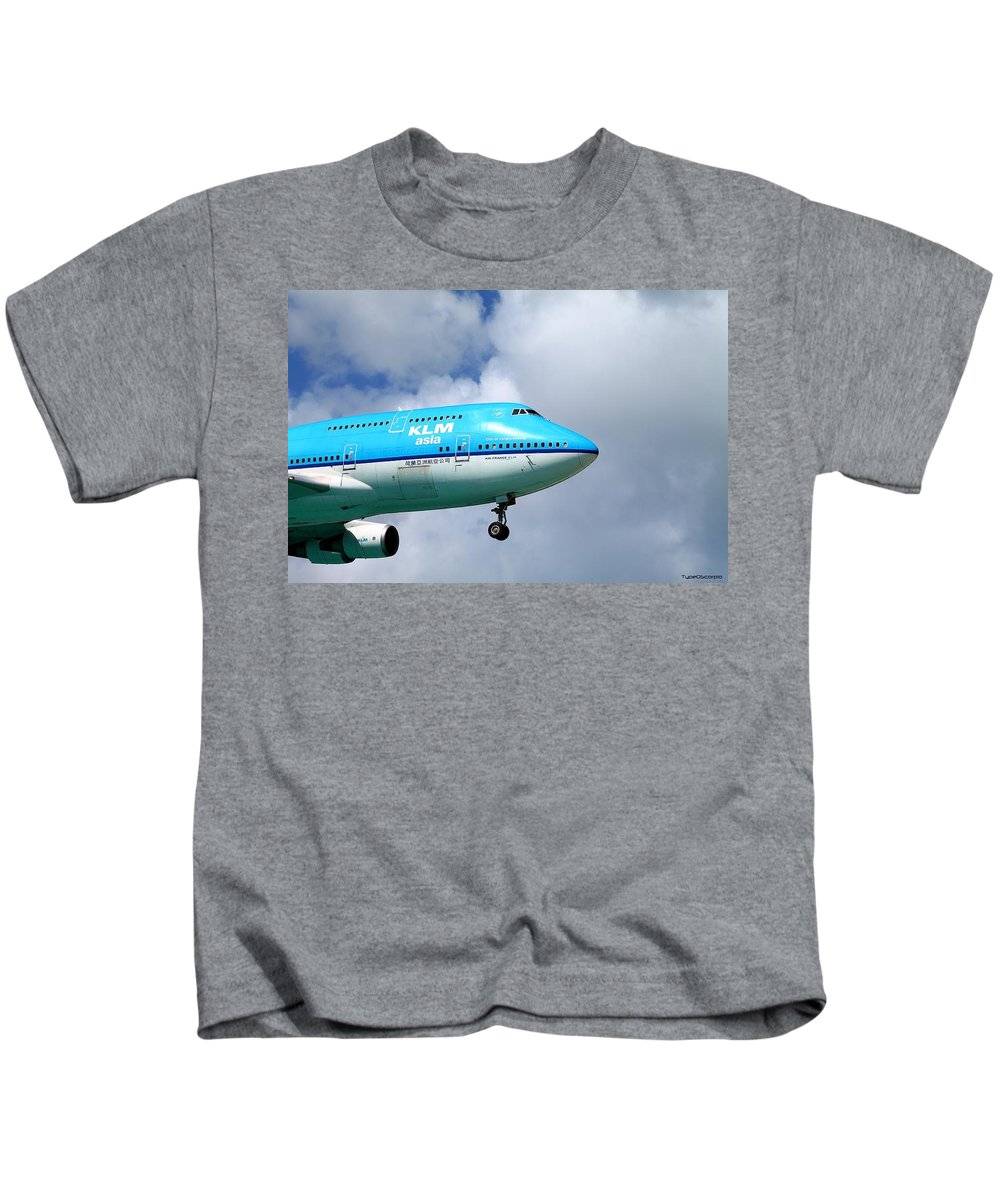 Jumbo Jet Kids T-Shirt featuring the photograph Wave To The Captain by James Markey