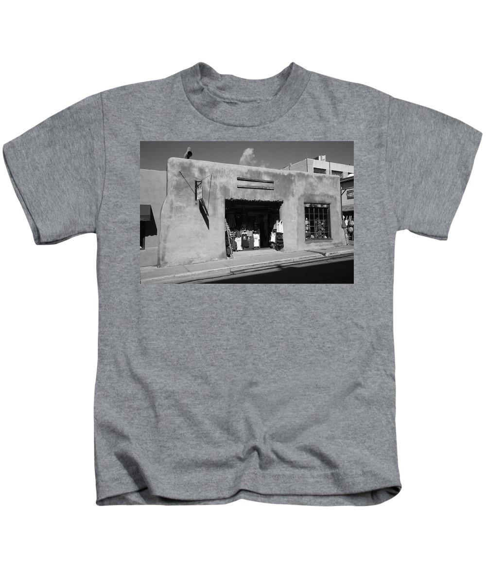 Adobe Kids T-Shirt featuring the photograph Santa Fe Shops by Frank Romeo