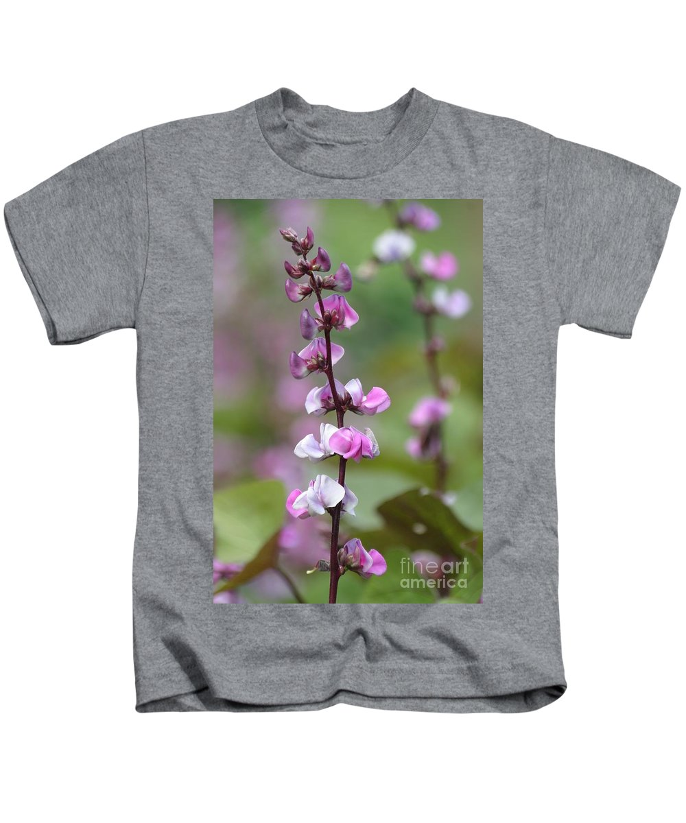Floral Kids T-Shirt featuring the photograph Beautiful Sweet Pea by Living Color Photography Lorraine Lynch