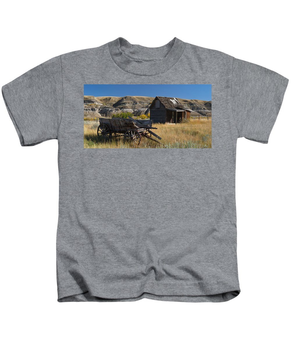 Wagon Kids T-Shirt featuring the photograph Cabin And Wagon Alberta by David Kleinsasser
