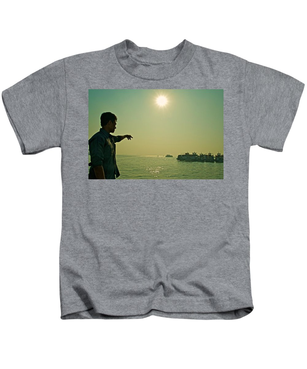Mumbai Kids T-Shirt featuring the photograph Indian Guide On The Sea by Valerie Rosen