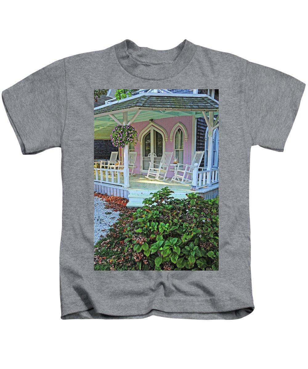Marthas Vineyard Kids T-Shirt featuring the photograph Marthas Vineyard Cottage by Dave Mills