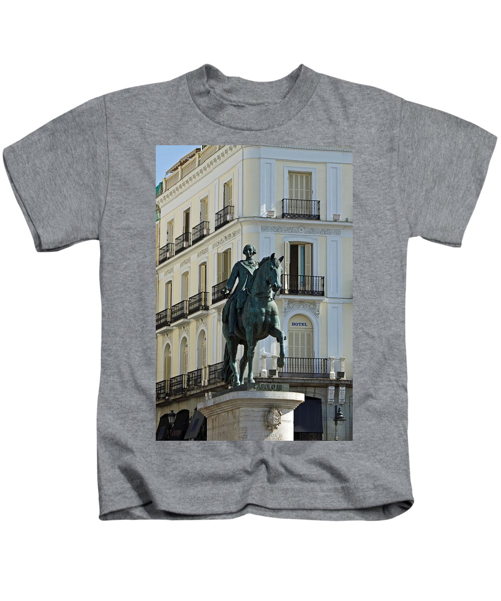 Madrid Kids T-Shirt featuring the photograph Puerta Del Sol by David Pringle