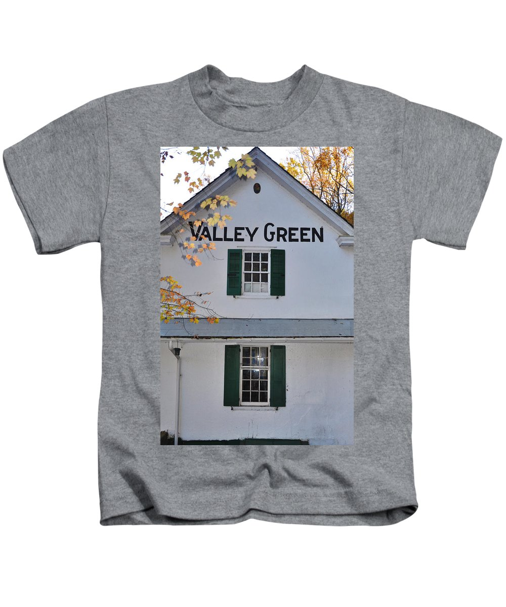 Valley Green Kids T-Shirt featuring the photograph Valley Green Inn - Side View by Bill Cannon
