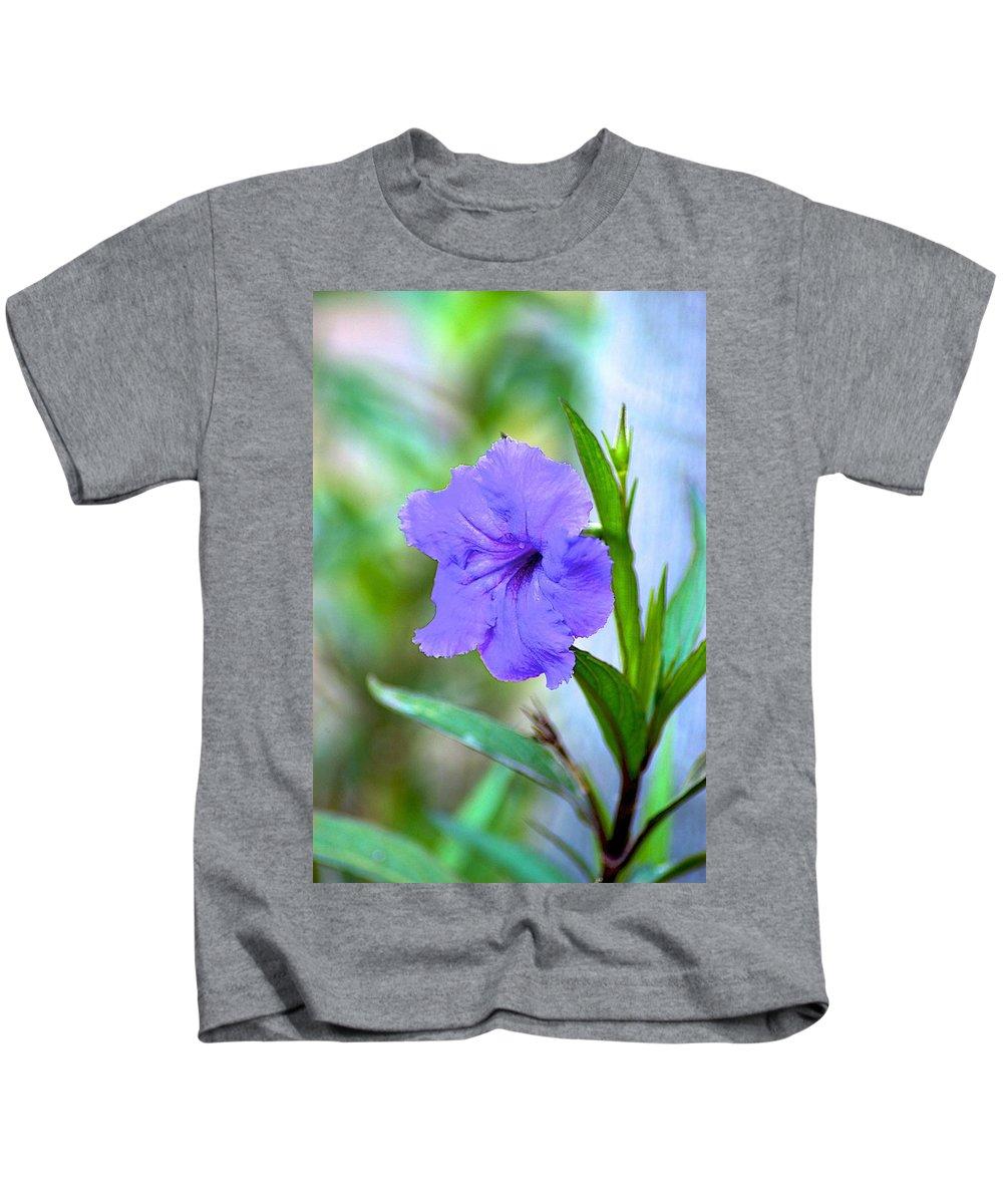 Florida Kids T-Shirt featuring the photograph Vibration by Joseph Yarbrough