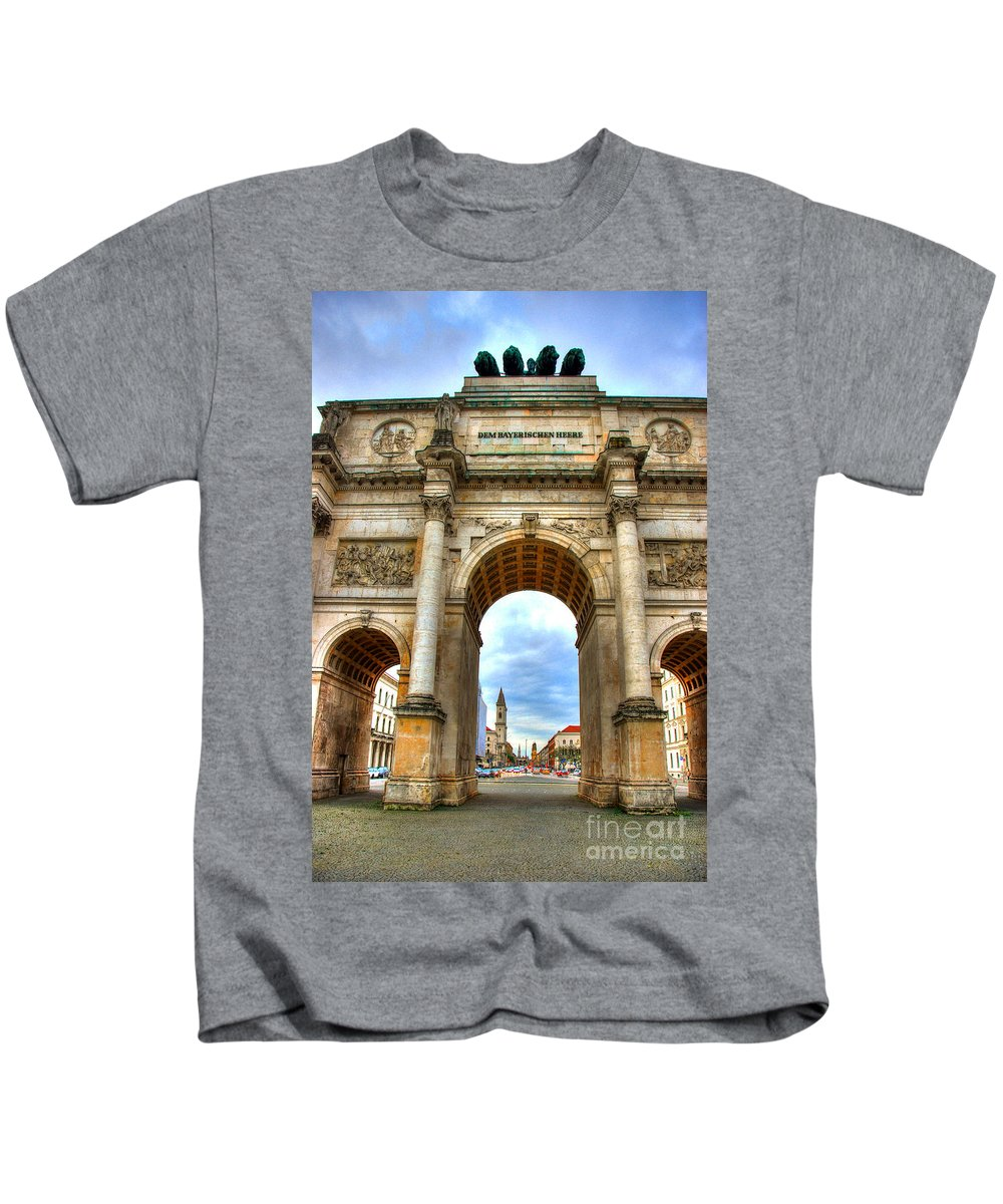 Siegestor Kids T-Shirt featuring the photograph Victory Gate by Syed Aqueel