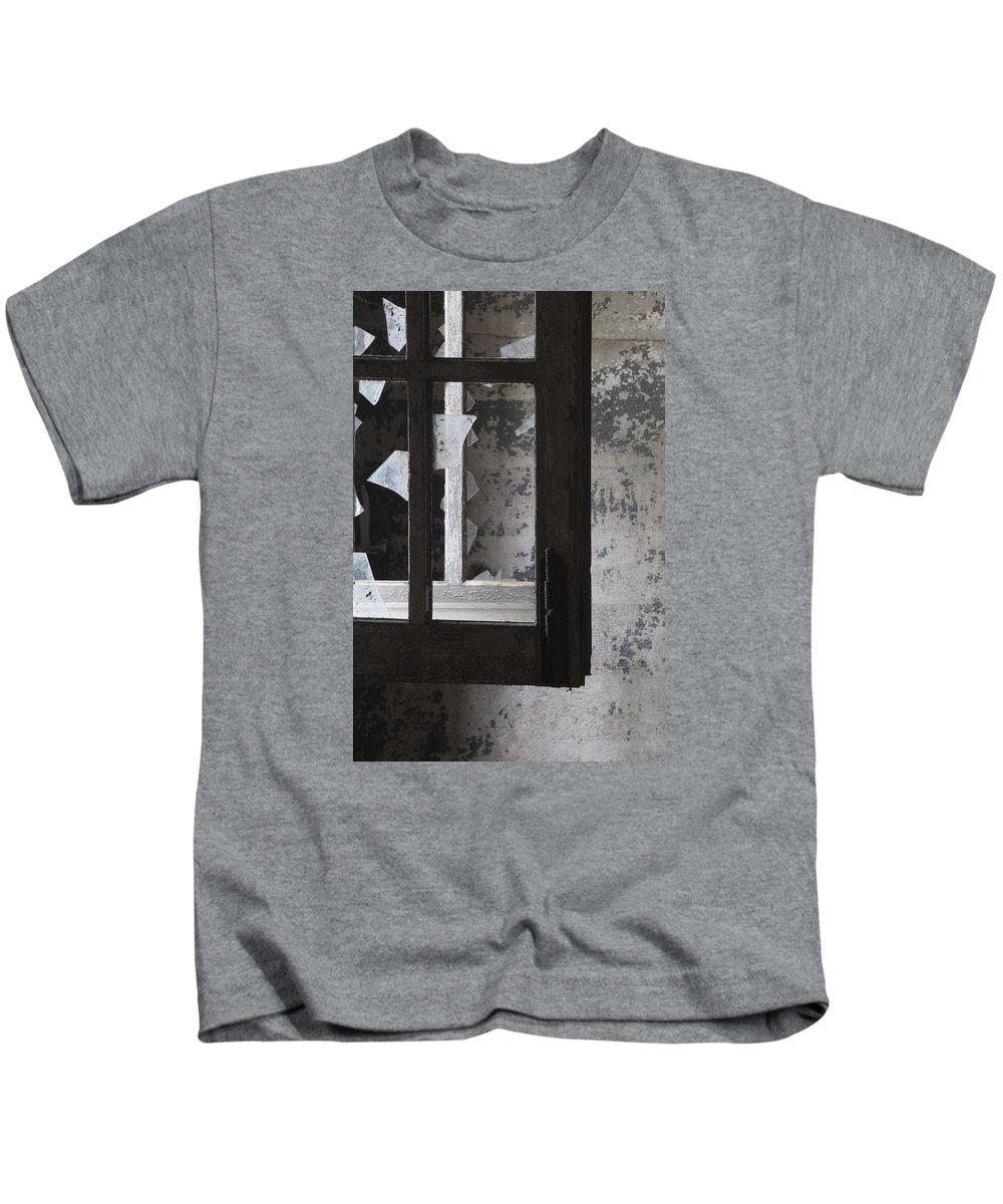 Ft Kids T-Shirt featuring the photograph Fort Totten 6758 by Bob Neiman