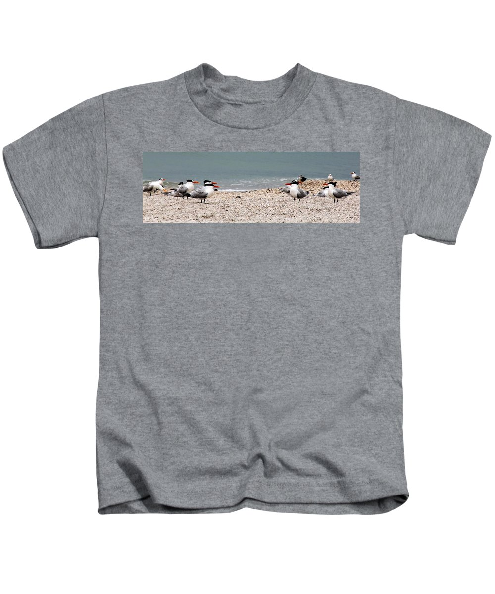 Hey You Talkin To Me Kids T-Shirt featuring the photograph Hey You Talkin To Me by Ed Smith