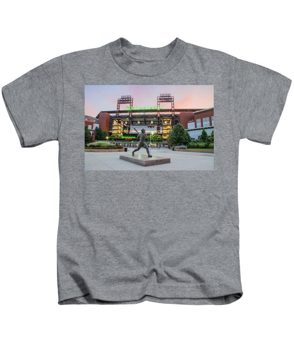 Mike Kids T-Shirt featuring the photograph Mike Schmidt At Bat by Bill Cannon