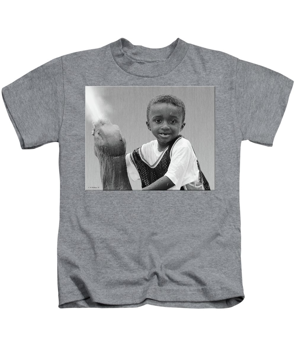 2d Kids T-Shirt featuring the photograph Philly Fountain Kid by Brian Wallace