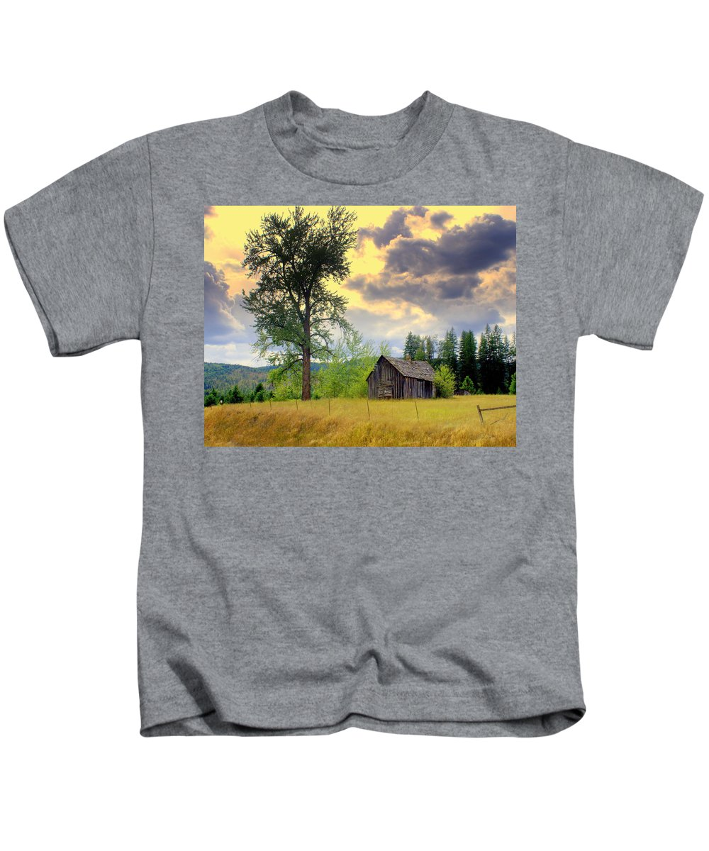 Washington Kids T-Shirt featuring the photograph Washington Homestead by Marty Koch