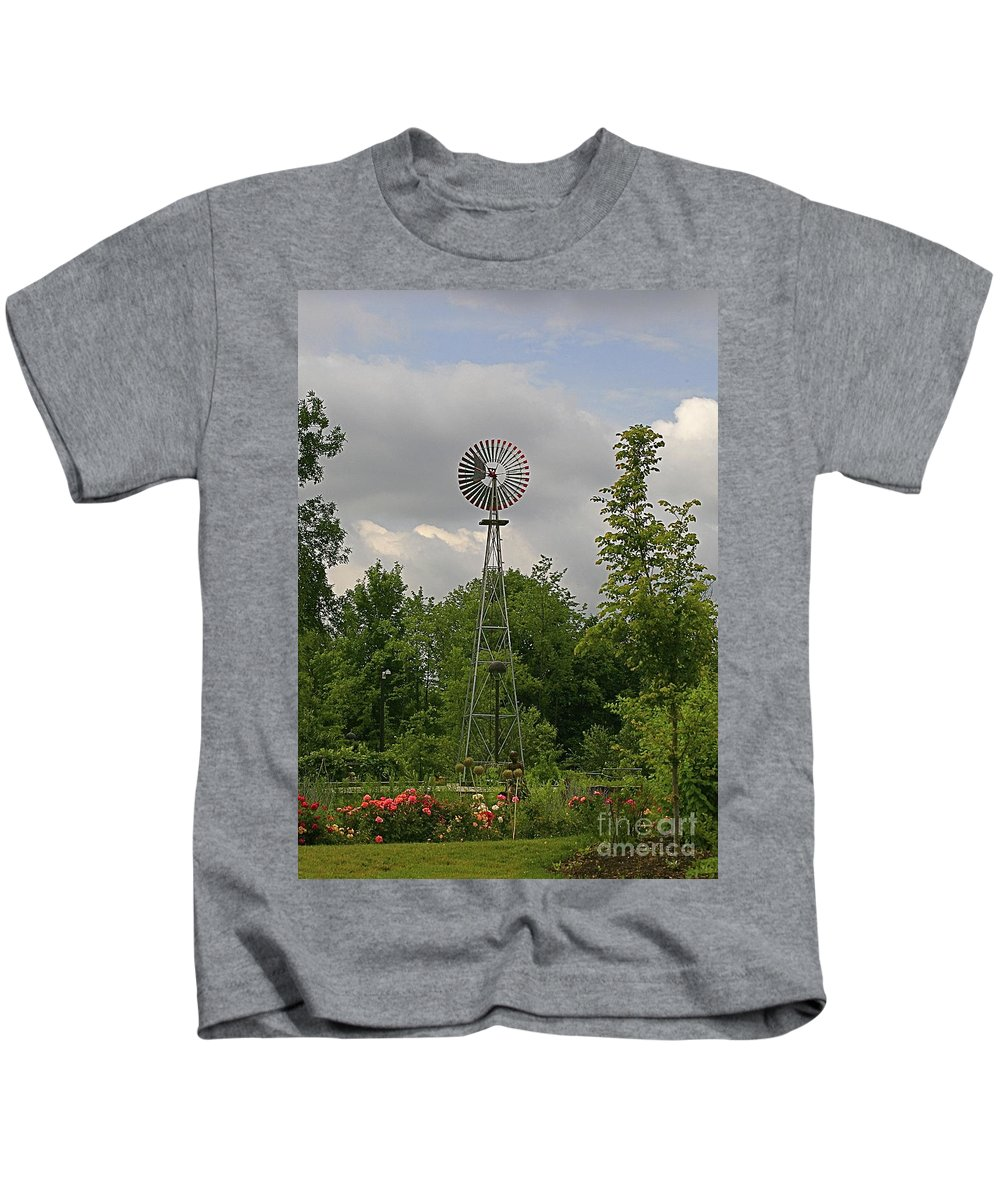 Flower Kids T-Shirt featuring the photograph In All Its Glory by Robert Pearson