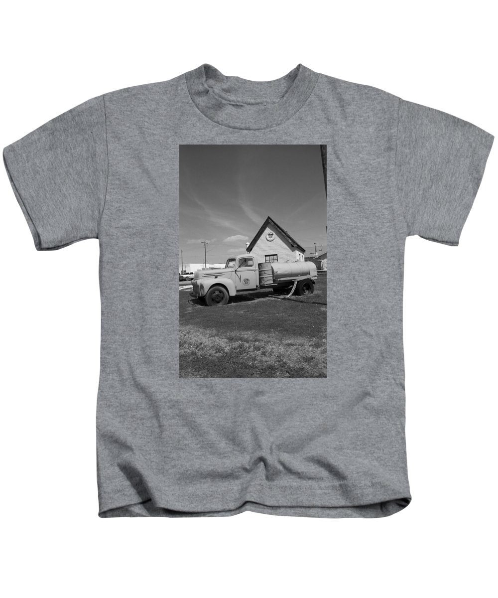 66 Kids T-Shirt featuring the photograph Route 66 - Mclean Texas by Frank Romeo