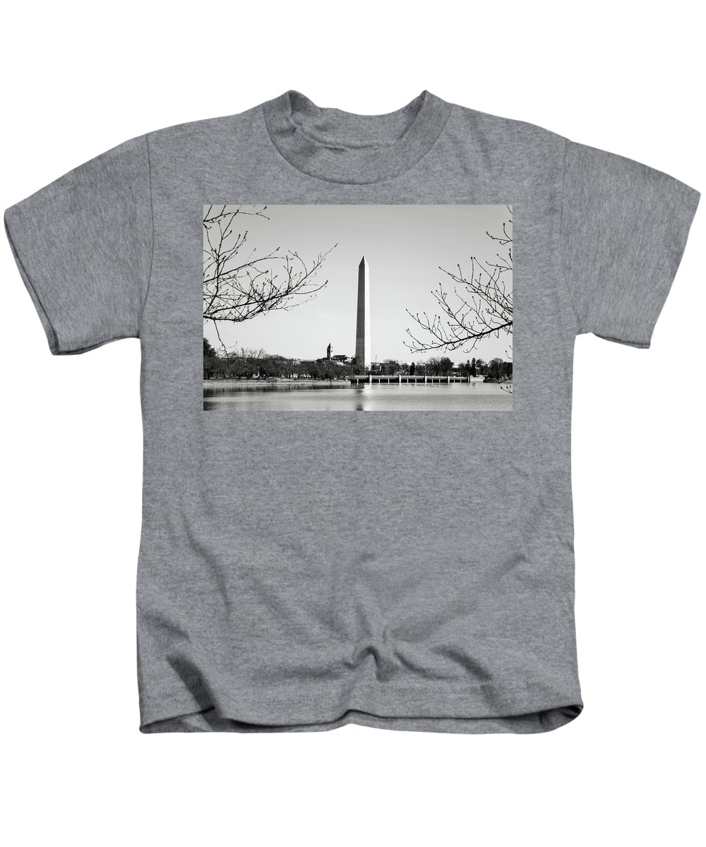 Green Kids T-Shirt featuring the photograph Washington Monument by Brandon Bourdages