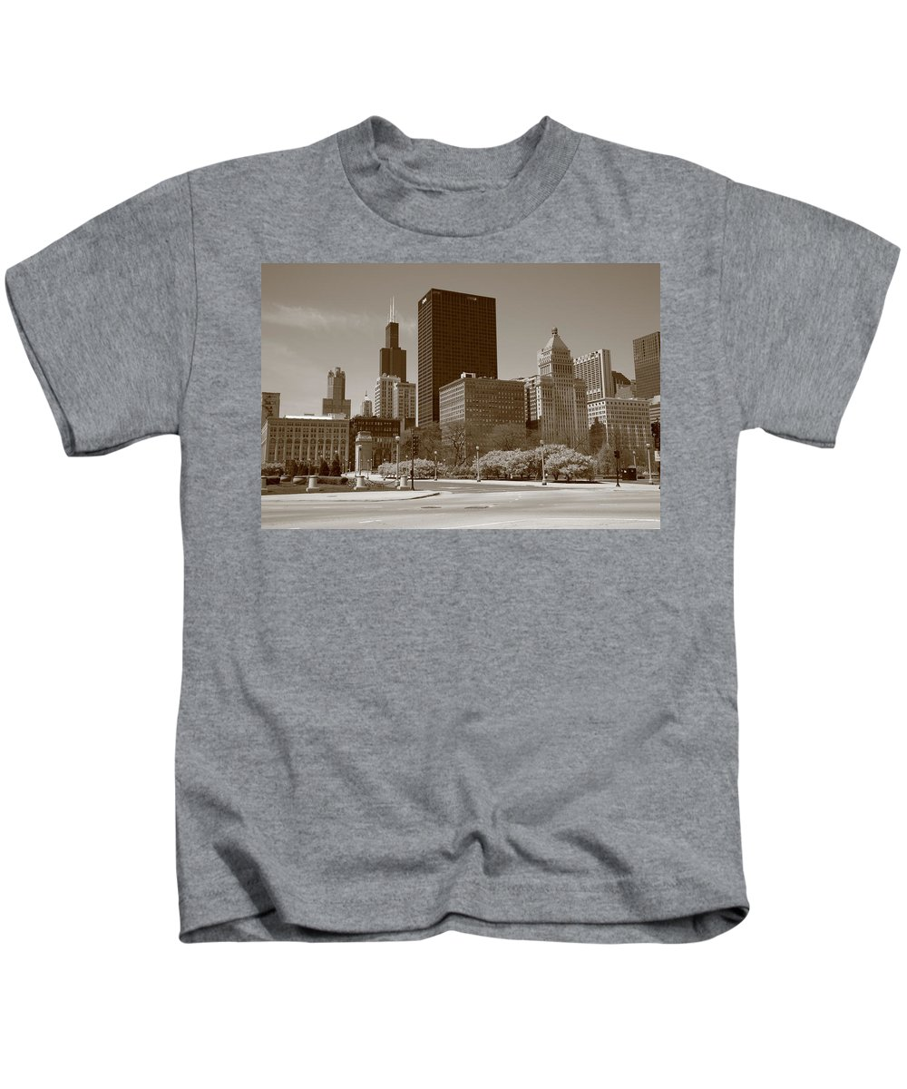 America Kids T-Shirt featuring the photograph Chicago Skyline by Frank Romeo