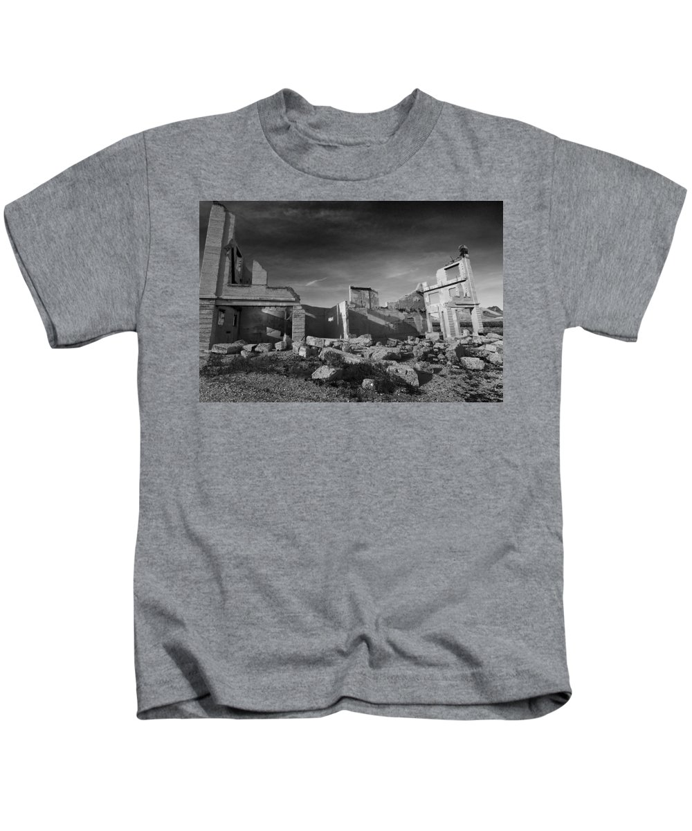 Kids T-Shirt featuring the photograph Death Valley by Stuart Primack