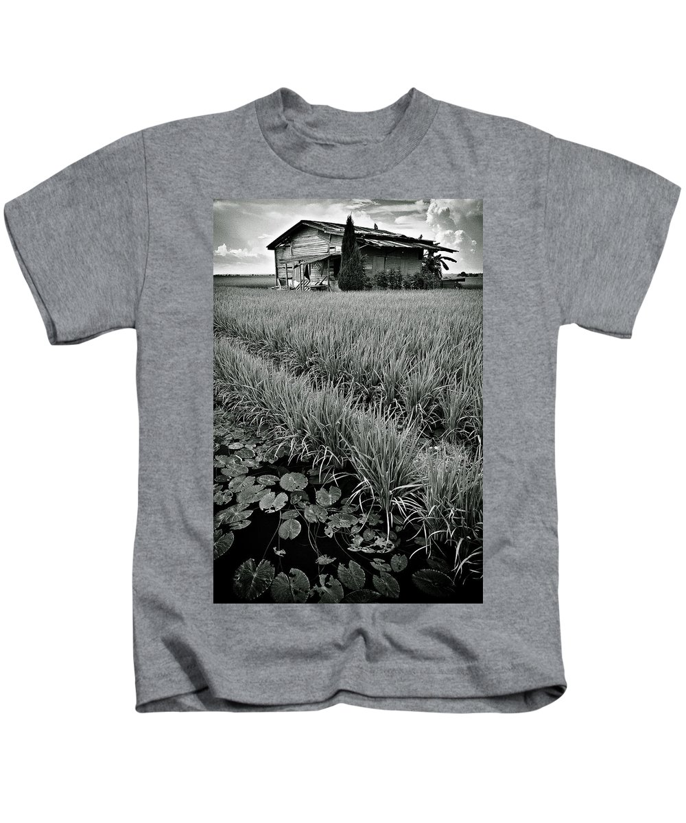House Kids T-Shirt featuring the photograph Abandoned House by Dave Bowman