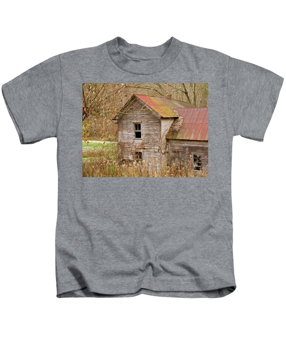 Abandoned Kids T-Shirt featuring the photograph Abandoned House With Colorful Roof by Douglas Barnett