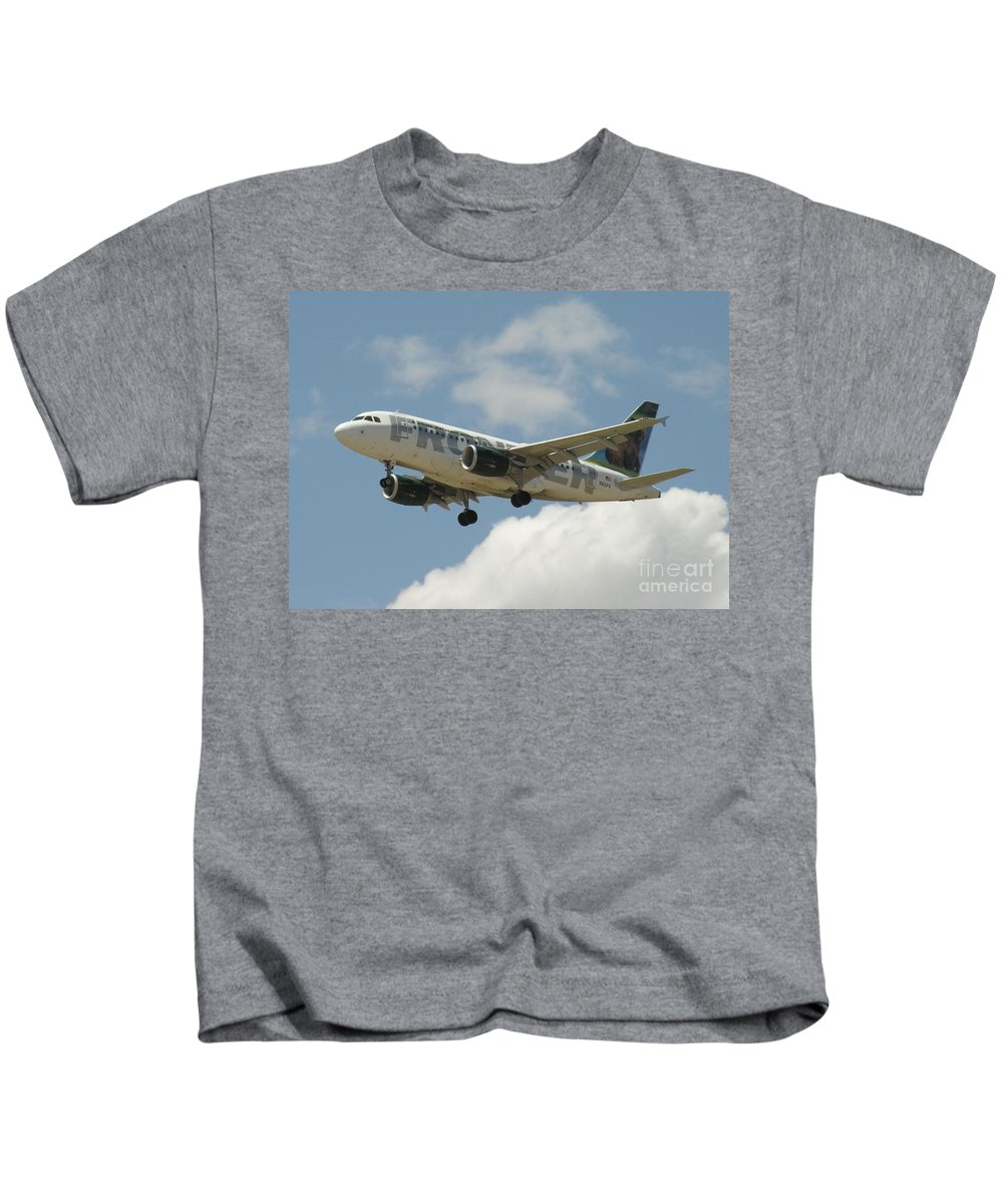 Airbus A320 Kids T-Shirt featuring the photograph Airbus A320 Denver International Airport by R Muirhead Art