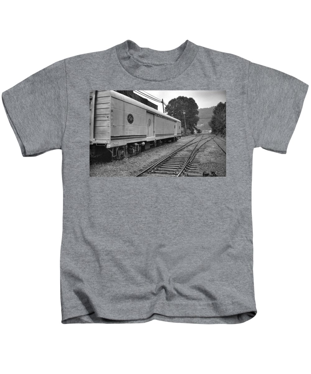 Trains Kids T-Shirt featuring the photograph American Federail by Richard Rizzo