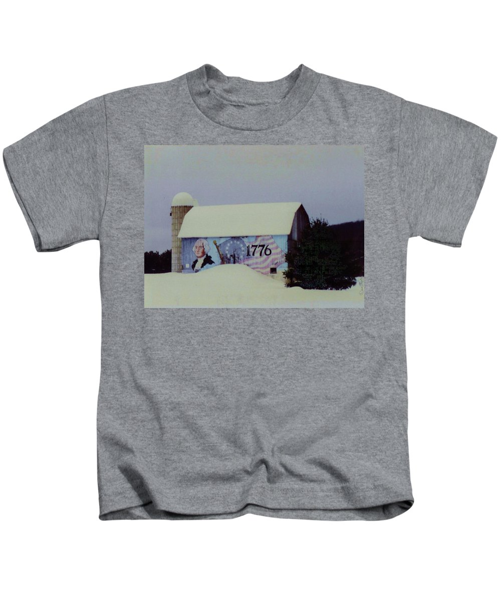 America Kids T-Shirt featuring the photograph Americana Barn by Desiree Paquette