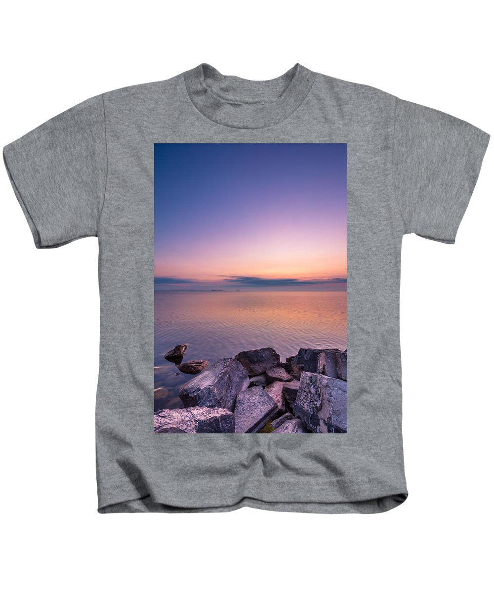 Sunrise Kids T-Shirt featuring the photograph Sunrise At Sibbald Point by Aqnus Febriyant