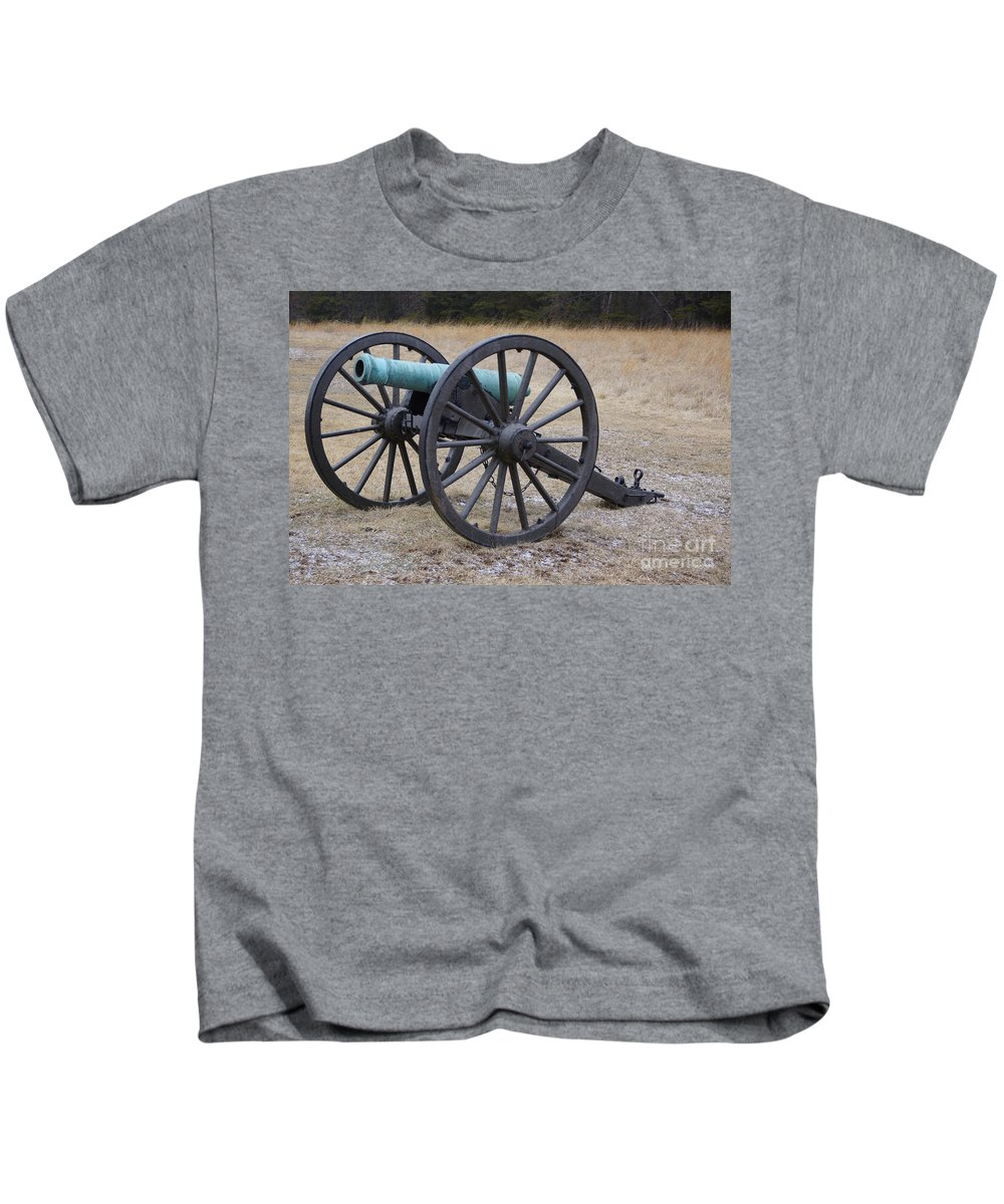 Canon Kids T-Shirt featuring the photograph Bull Run Green Cannon In Field by SAJE Photography