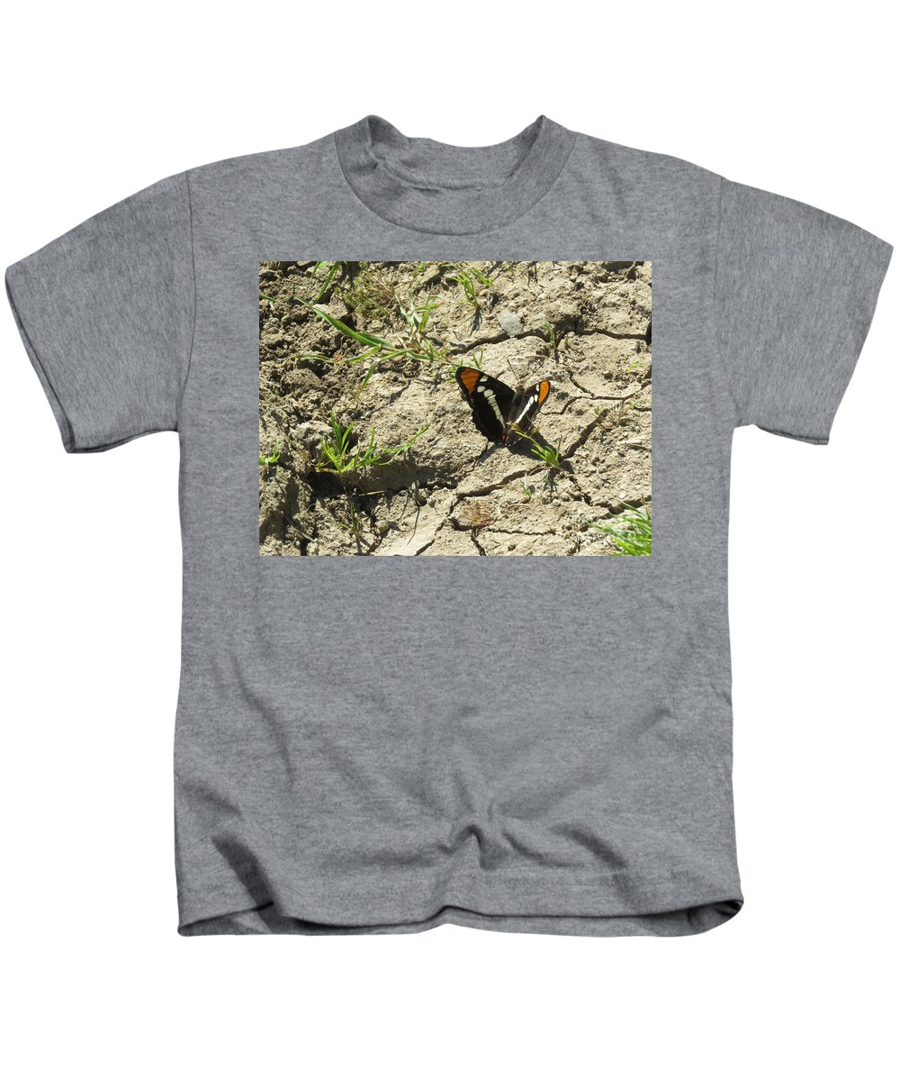 Butterfly Kids T-Shirt featuring the photograph Butterfly On Cracked Ground by Suzanne Leonard