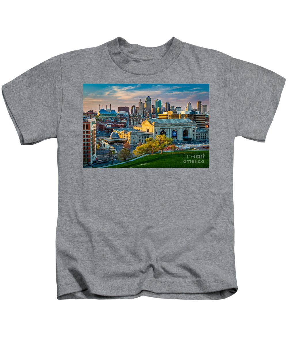 America Kids T-Shirt featuring the photograph Clouds Over Kansas City by Inge Johnsson