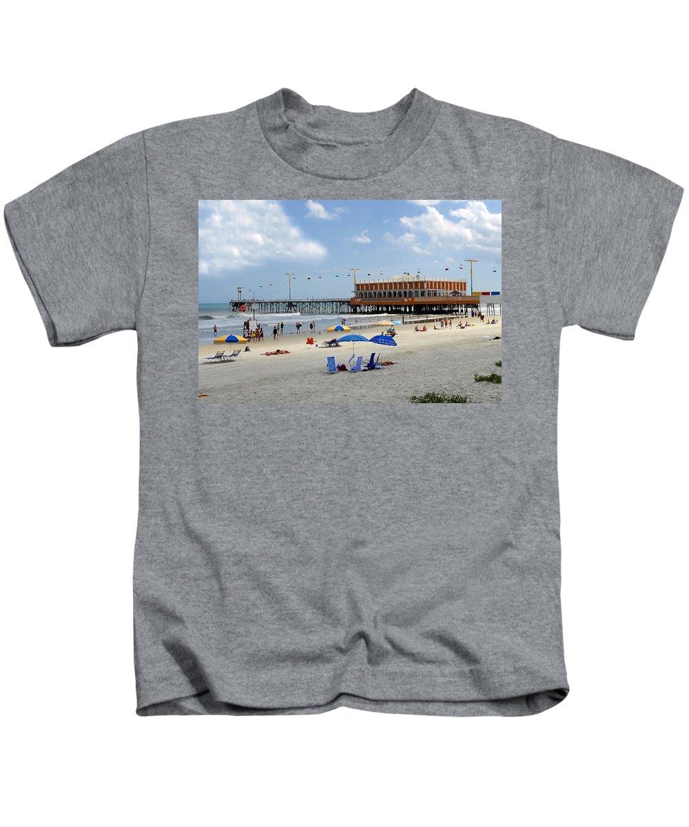 Daytona Beach Florida Kids T-Shirt featuring the photograph Daytona Beach Pier by David Lee Thompson