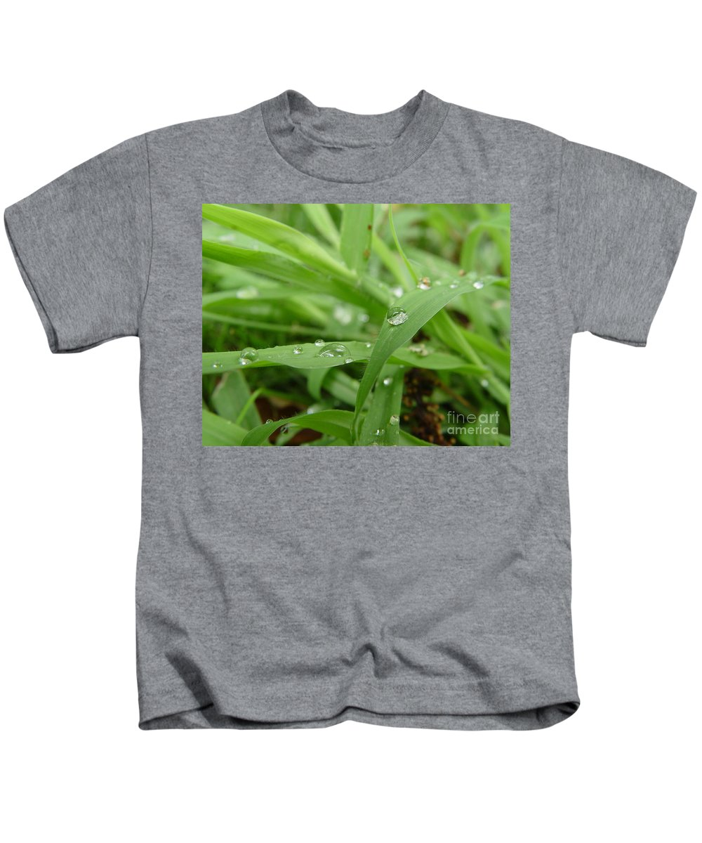 Water Droplet Kids T-Shirt featuring the photograph Droplets 02 by Peter Piatt