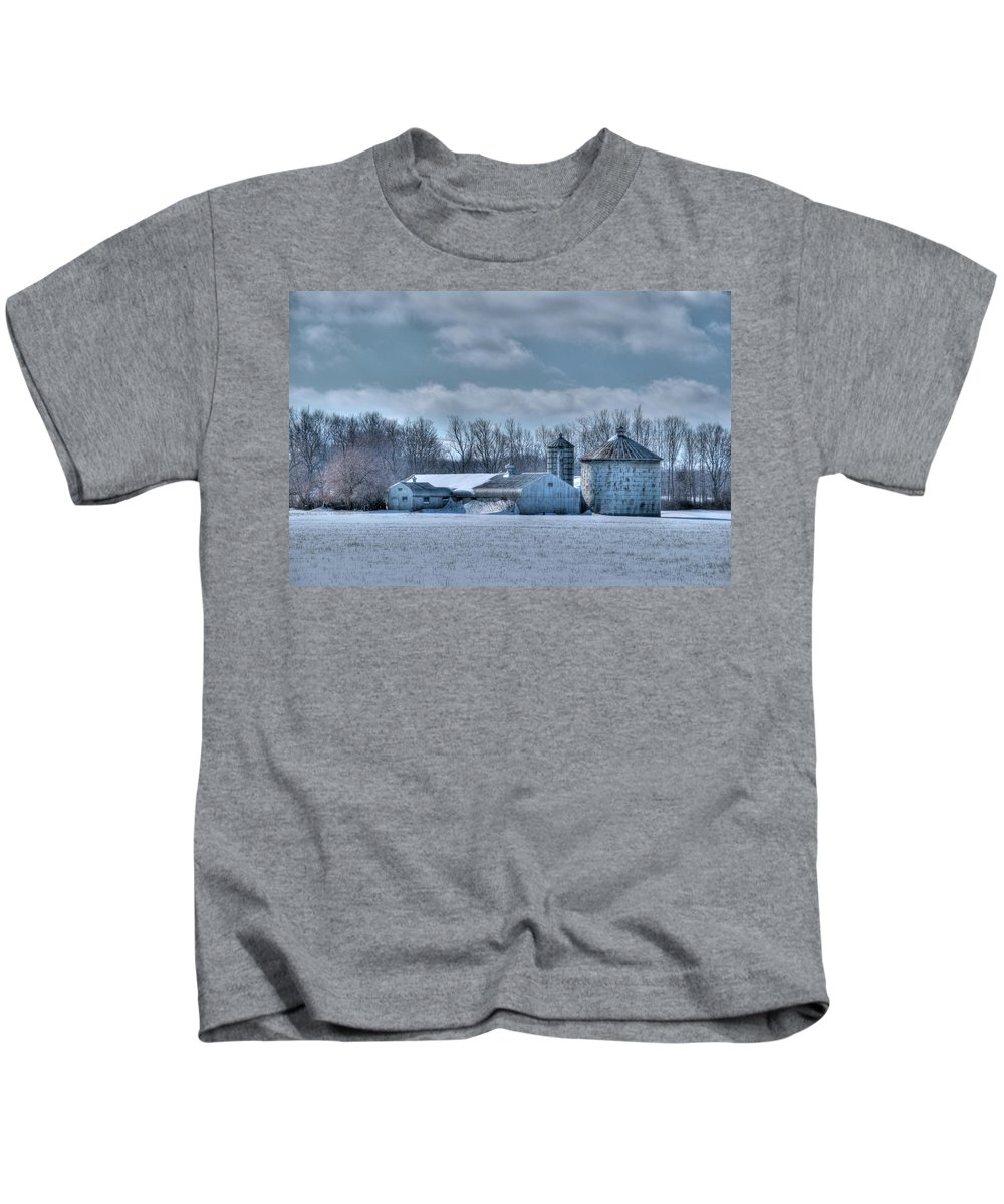 Barns Kids T-Shirt featuring the photograph Elma Barn 14944a by Guy Whiteley