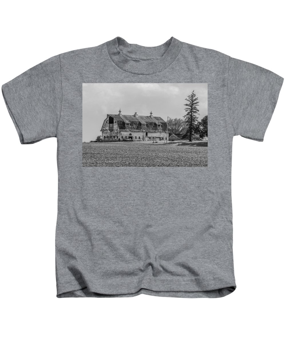 Barn Kids T-Shirt featuring the photograph Grand Old Barn by Peter Bouman
