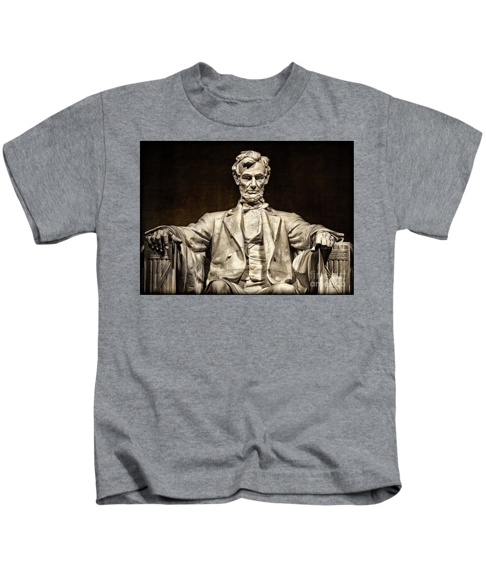 Lincoln Monument Kids T-Shirt featuring the photograph Lincoln Monument by Doug Sturgess