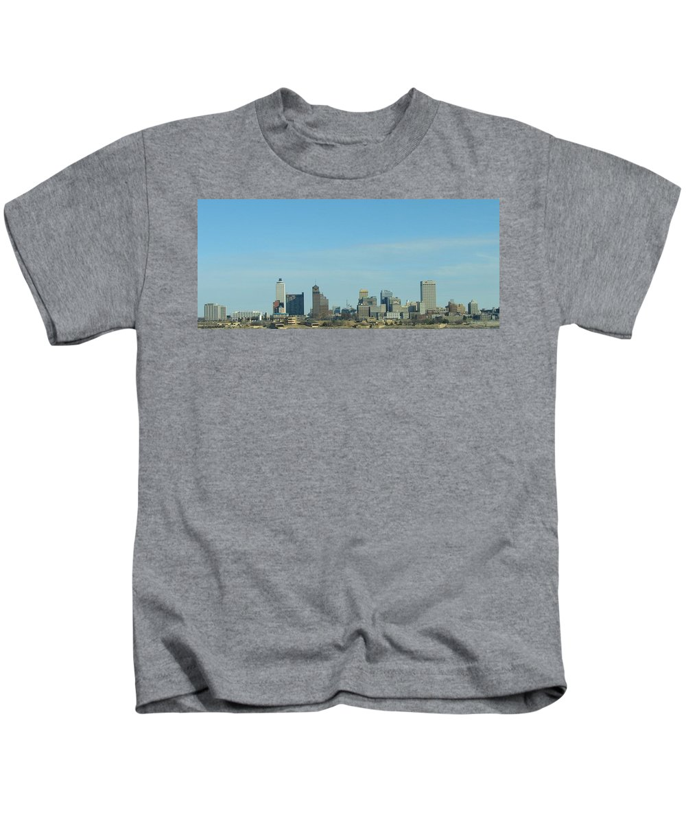 Memphis Kids T-Shirt featuring the photograph Memphis Skyline by J R Seymour