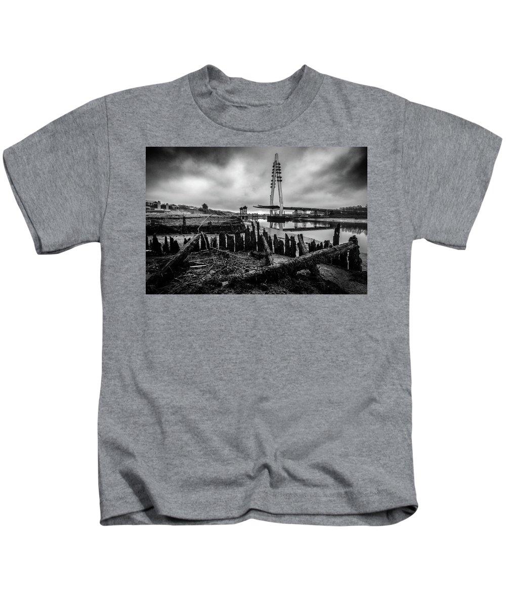 New Wear Bridge Kids T-Shirt featuring the photograph Northern Spire Bridge 6 by David Mckenna