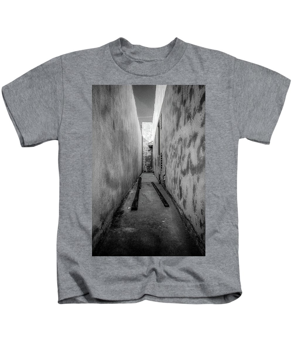 Alley Kids T-Shirt featuring the photograph Noho Alleyway by YoPedro