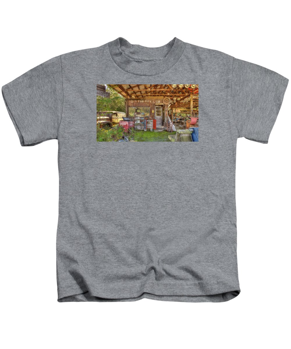 Old Car City In White Georgia. Famous For Its 4500+ Cars Scattered Around Multiple Acres With 6 Miles Of Trails On Which To Walk And Photograph These Wonderful Old Cars. Kids T-Shirt featuring the photograph Old Car City Usa by Mark Reinnoldt