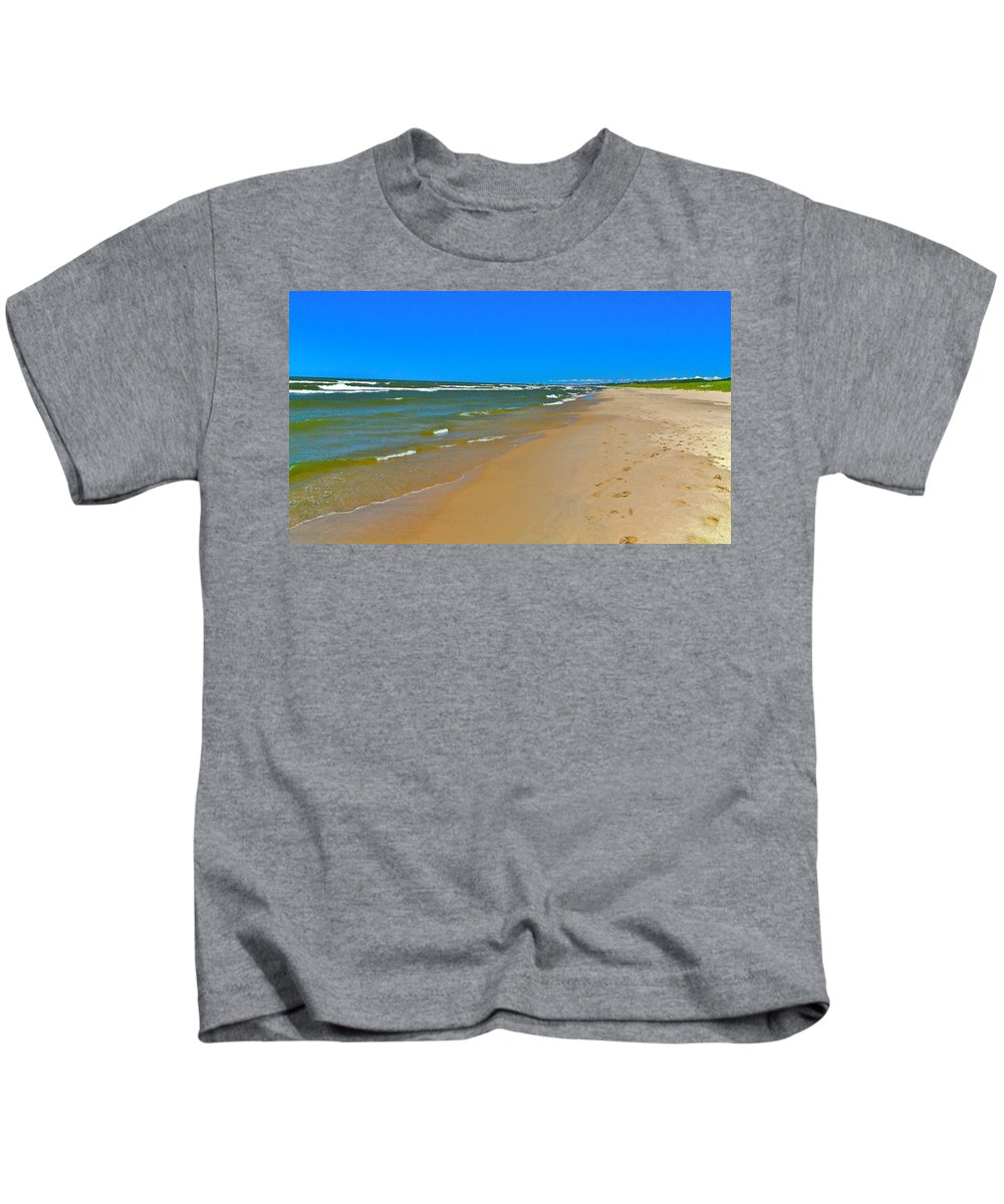 Sand Kids T-Shirt featuring the photograph Oval Park In The Sun by Robert Pearson
