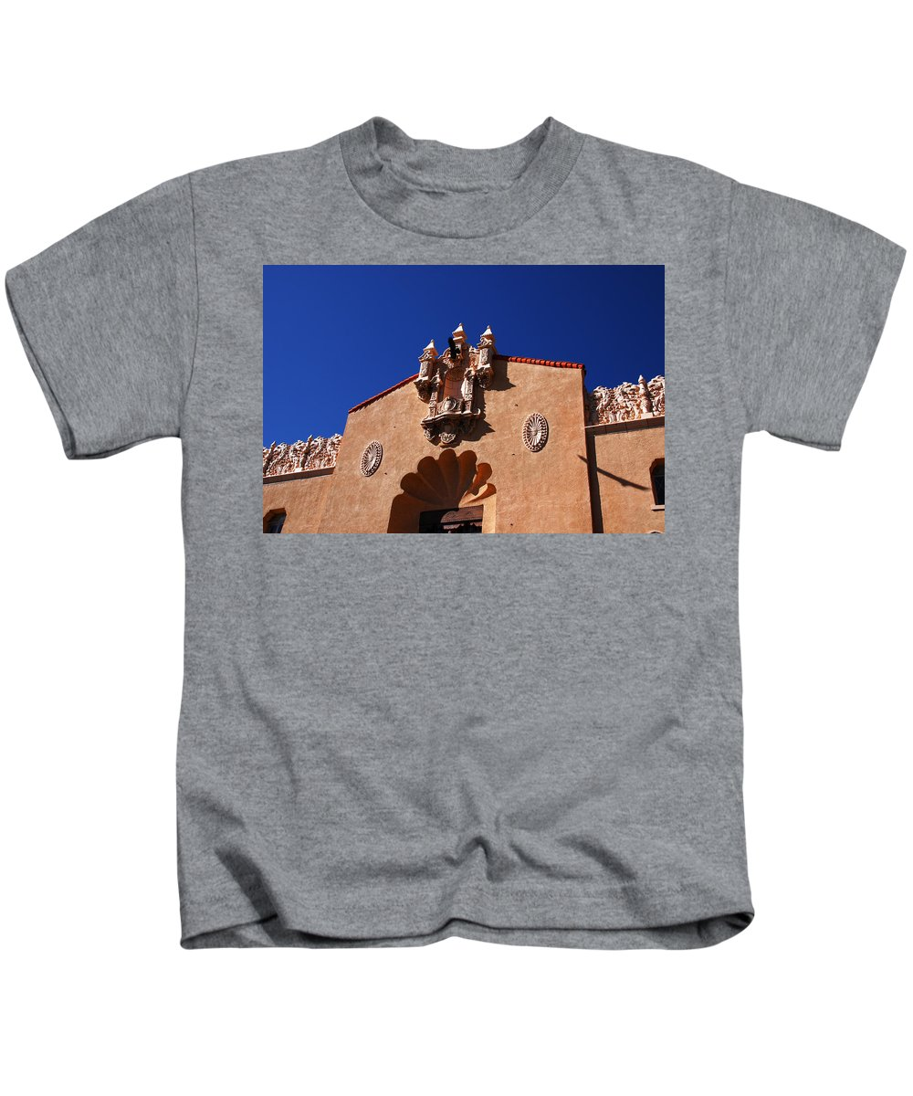 Santa Fe Kids T-Shirt featuring the photograph Performing Art by Susanne Van Hulst