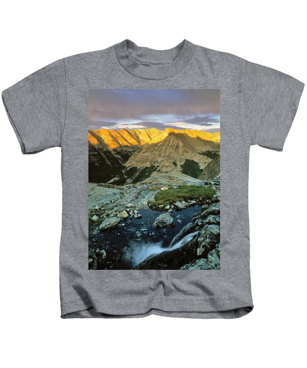 Pioneer Mountains Kids T-Shirt featuring the photograph Pioneer Mountains by Leland D Howard