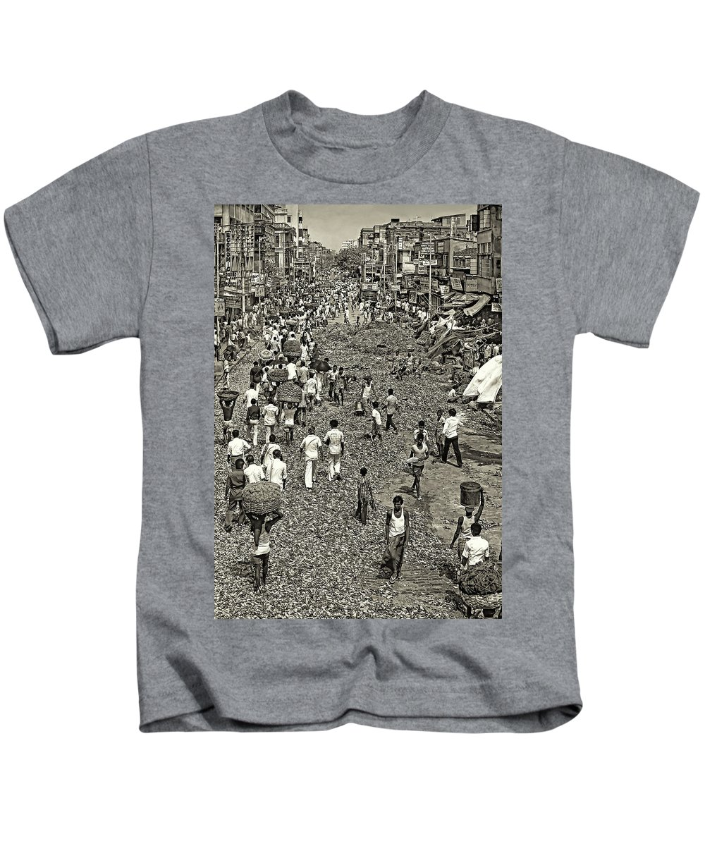Calcutta Kids T-Shirt featuring the photograph Rush Hour - Sepia by Steve Harrington